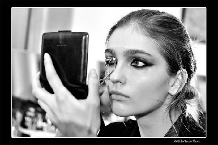 Backstage Salvatore Ferragamo (2012) - fotografia di moda, fashion beauty backstage make-up artist